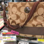 コーチ(COACH)シグネチャーストライプのショルダーバッグ(F19220)カーキ新入荷しました!毎週水曜日、500円以上商品が5%OFF!!ブランドバッグ買うなら値下がり水曜日!!